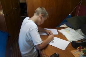 Emil arbetar hårt