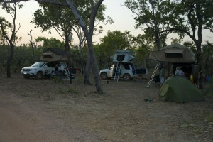 Natt ett, utanför camping i bushen